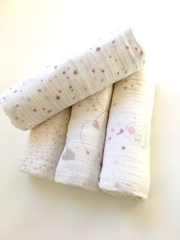 Aden + Anais swaddle - 100% cotton muslin - Pink tiny stars