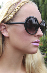 "alt=""audrey-round-sunglasses-in-black-side"""