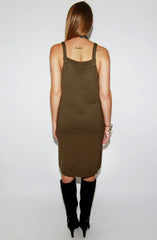 "alt=""cable-knit-sleeveless-sweater-dress-in-olive-back"""
