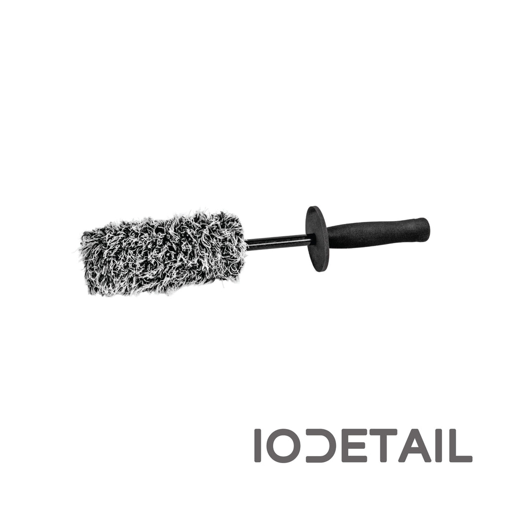 Carbon Collective Plush Microfibre Wheel Brush