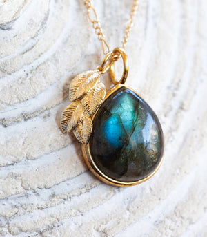 Calm Chakra Serendipity Necklace - 20mm Labradorite & Leaf Pendant SPTY-BW1