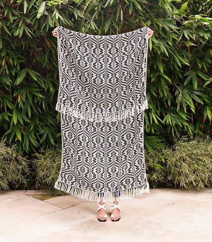 Home - Interweave Blanket Shawl (Black And White Geometric)