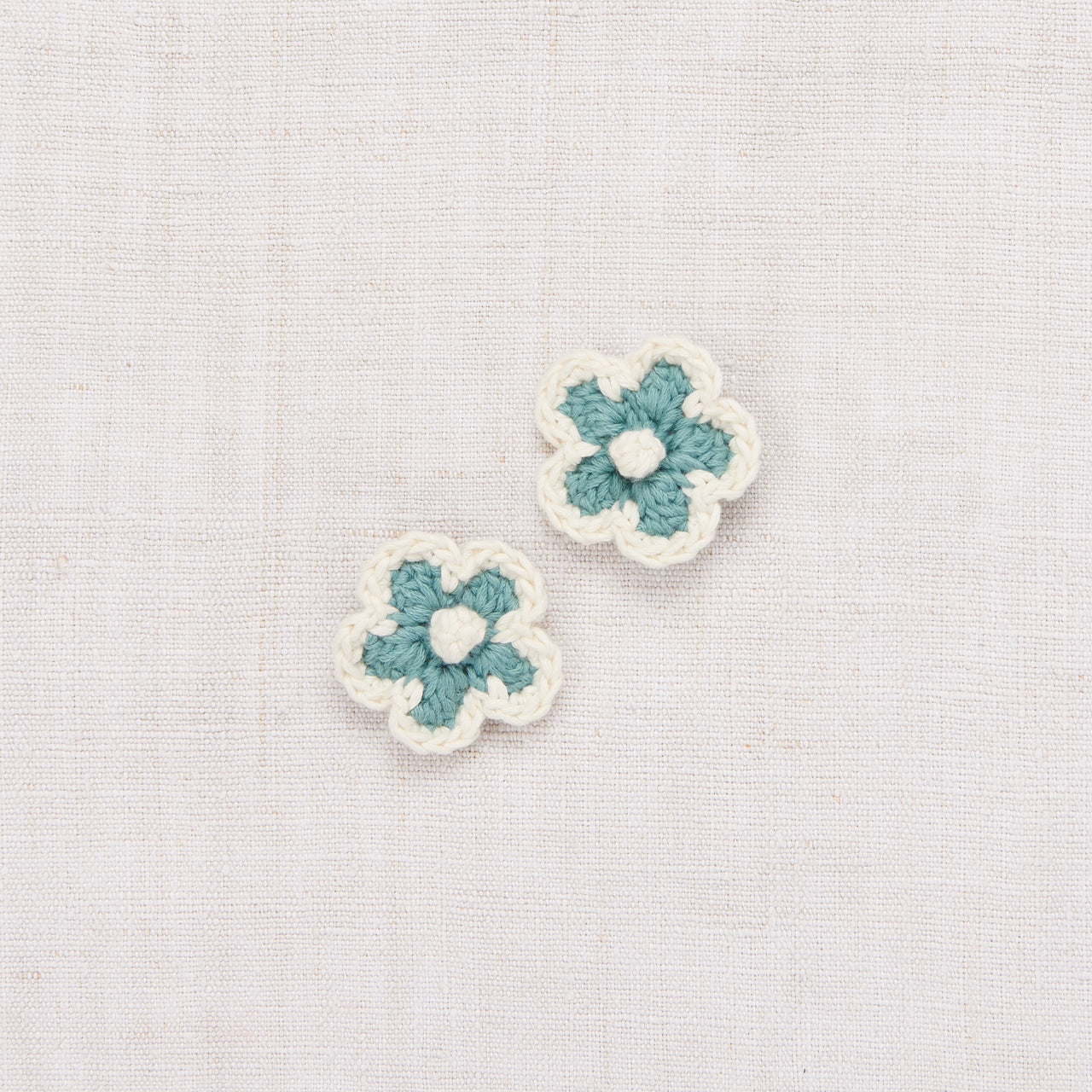 Medium Crochet Flower Clip Set - Dusty Blue/Vanilla