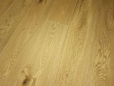 10MM EVEREST SUMMIT 4V AC3 TUDOR OAK LAMINATE FLOORING €14.74 Per sq Yard