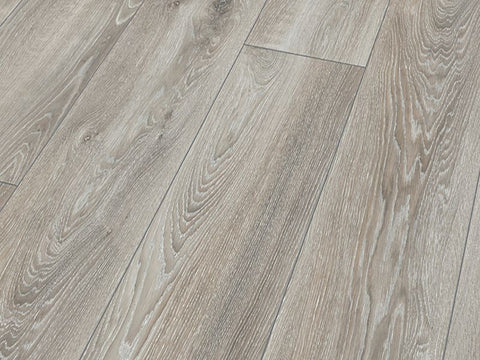 10MM MAMMUT PLUS LP AC5 HIGHLAND OAK SILVER LAMINATE FLOORING €18.84 Per sq Yard