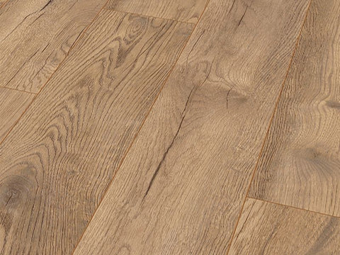 8MM DYNAMIC PLUS WIDE AC4 PETTERSSON OAK NATURE LAMINATE €11.46 Per Sq Yard