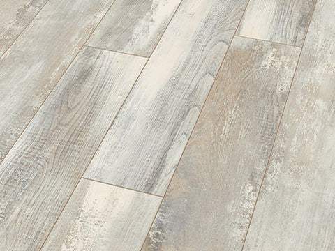 8MM DYNAMIC PLUS 4V AC4 OAK CHATEL LAMINATE FLOORING €10.97 Per Sq Yard