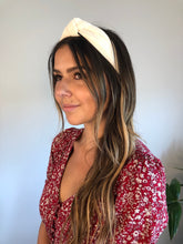 Load image into Gallery viewer, IVORY TEXTURED KNIT HEADBAND