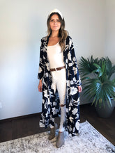 Load image into Gallery viewer, NAVY FLORAL DUSTER