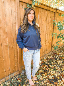 CASUAL NAVY SWEATER