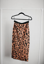 Load image into Gallery viewer, LEOPARD KNIT SKIRT