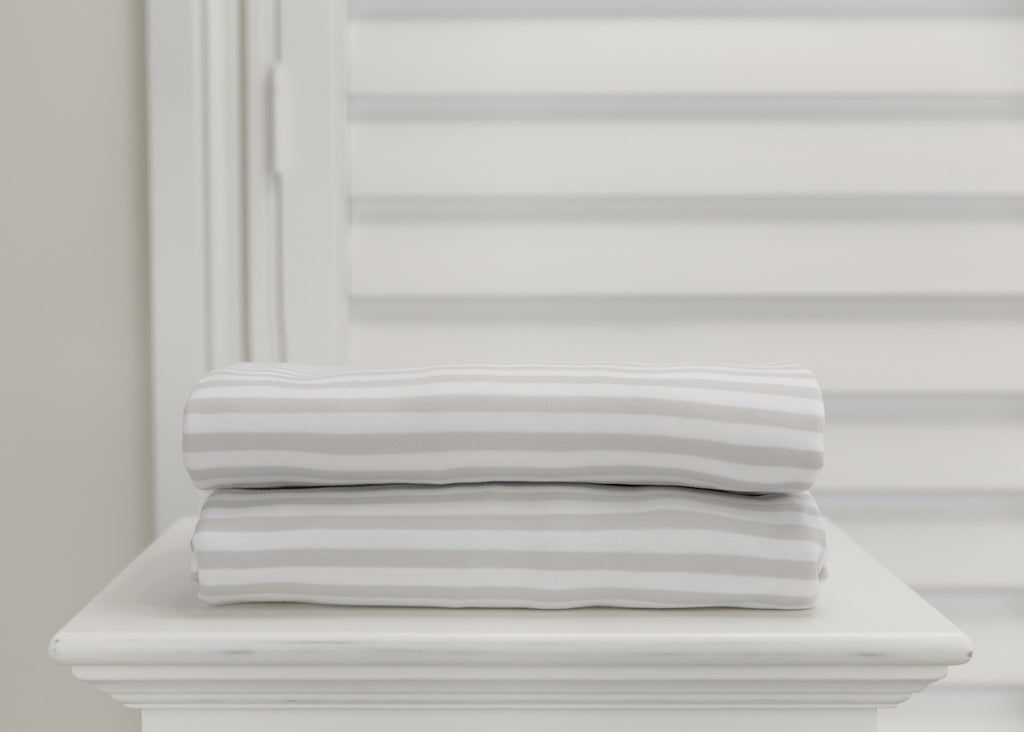 L'il Fraser 2 piece fitted cot sheet set - Grey stripes & raindrops