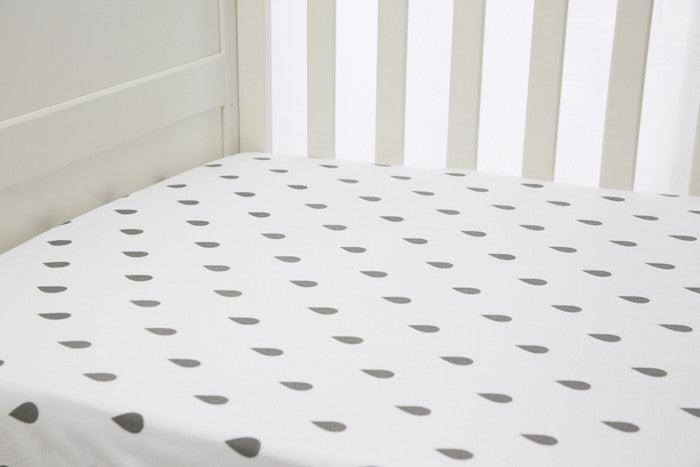L'il Fraser 1 piece fitted cot sheet - Grey raindrops
