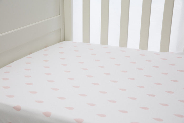 L'il Fraser 1 piece fitted cot sheet - Vintage pink raindrops