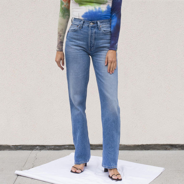 Re/DONE - 90s High Rise Loose Jeans in Medium21, front view.