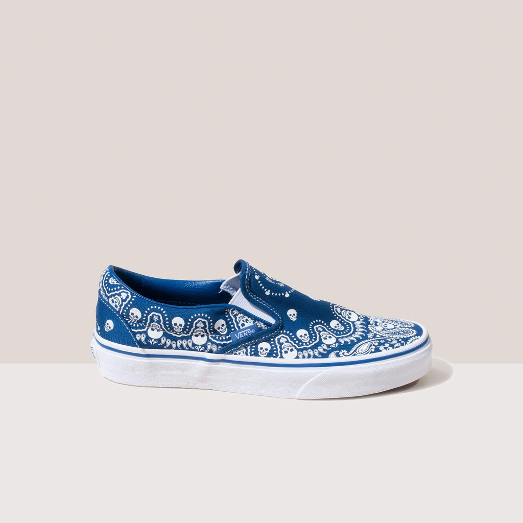 Vans - Classic Slip On in Bandana, side view.
