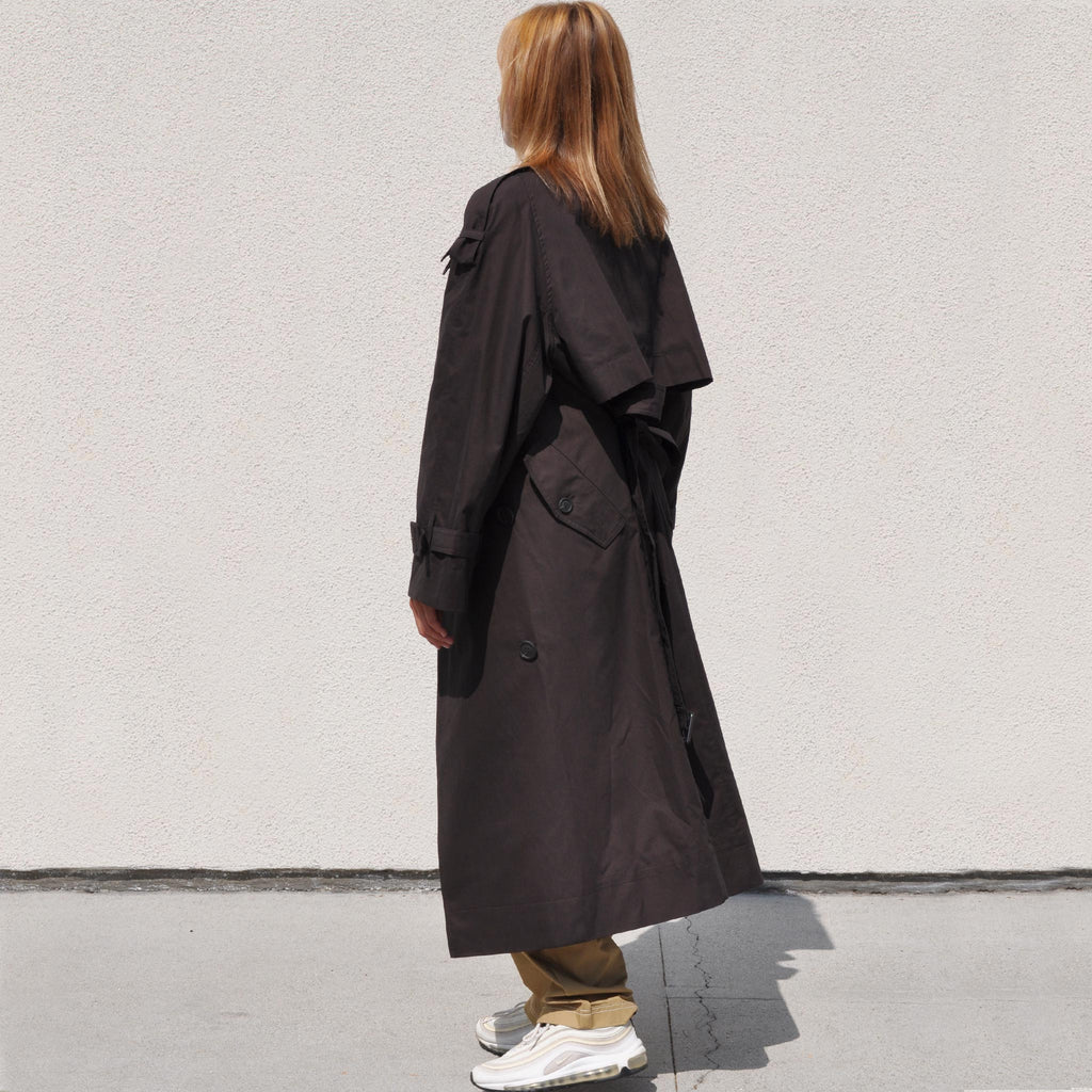 Low Classic - Classic Trench Coat, side view.