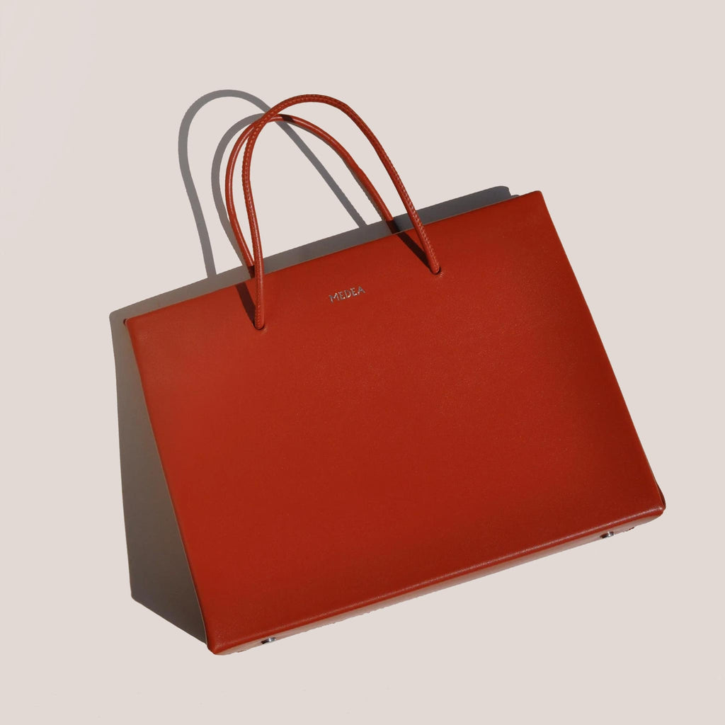 Medea - Prima Hanna Bag in cherry color, aerial photo.