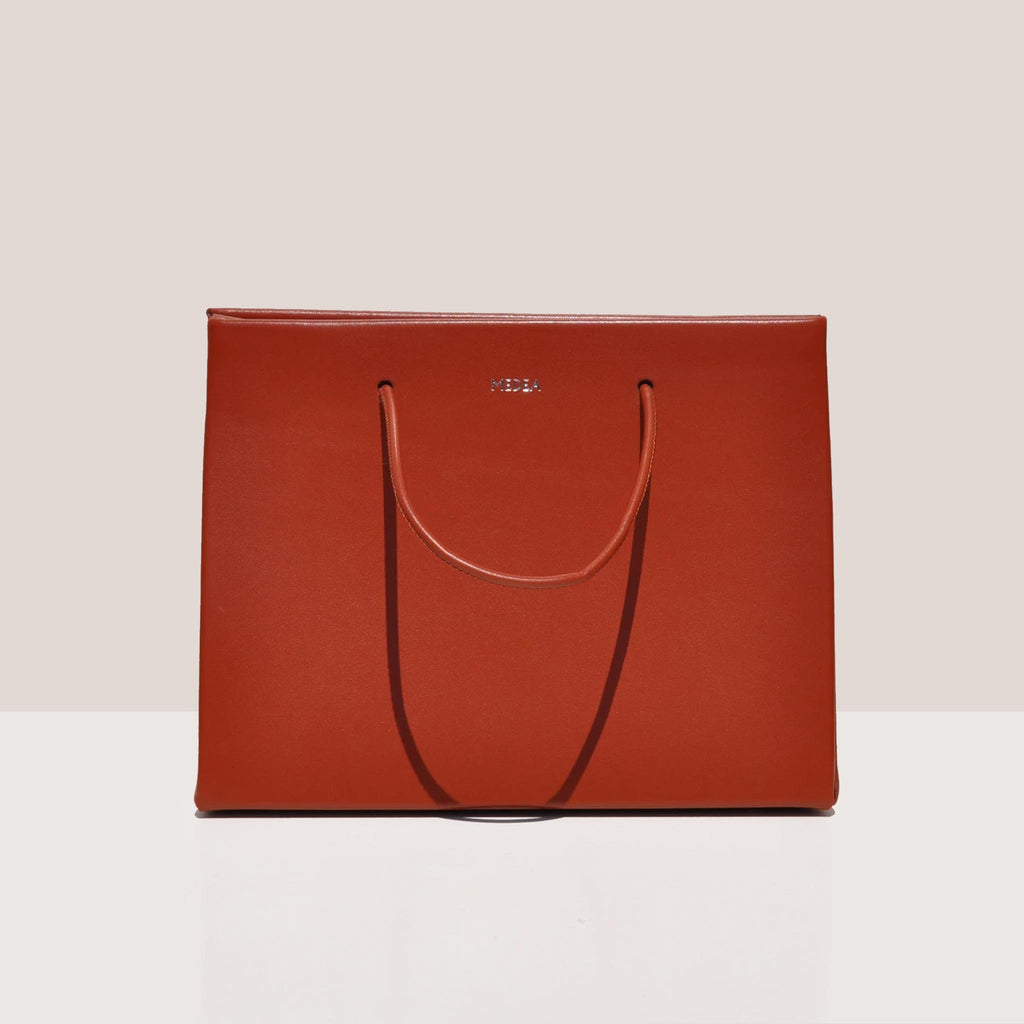 Medea - Prima Hanna Bag in cherry color, front photo.