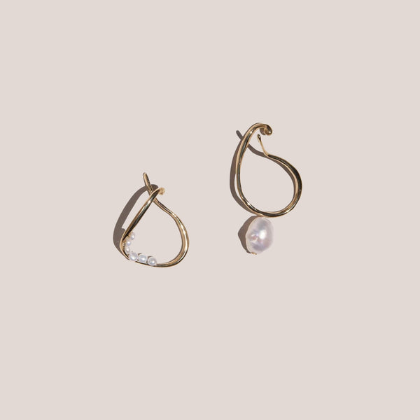 Faris - Vinea Hang Perla Earrings, available at LCD.
