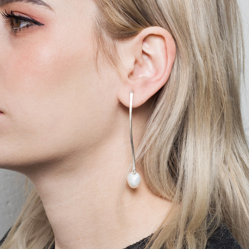 'Paloma' Curve Pearl Earrings