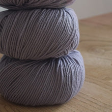 Load image into Gallery viewer, Katia merino 100% double knit yarn pale lilac 77