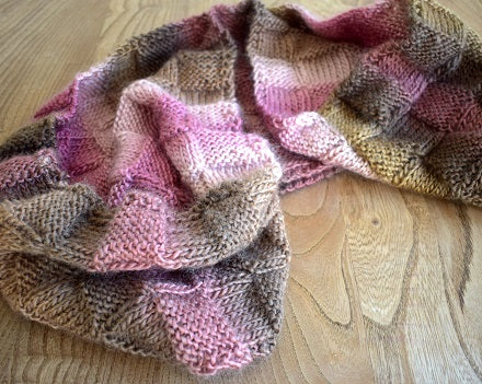 Chunky knitted snood colour rose 402