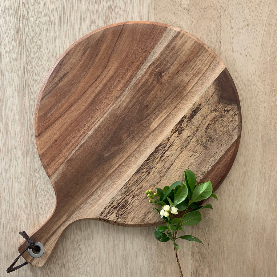 Round Cheese Board with handle - Sleek and Unique Gifts