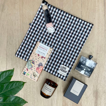 'On Point' with Love Friday 'Black Point' Insulated bag - female Gift Basket / Gift Box for any occasion - Sleek and Unique Gifts
