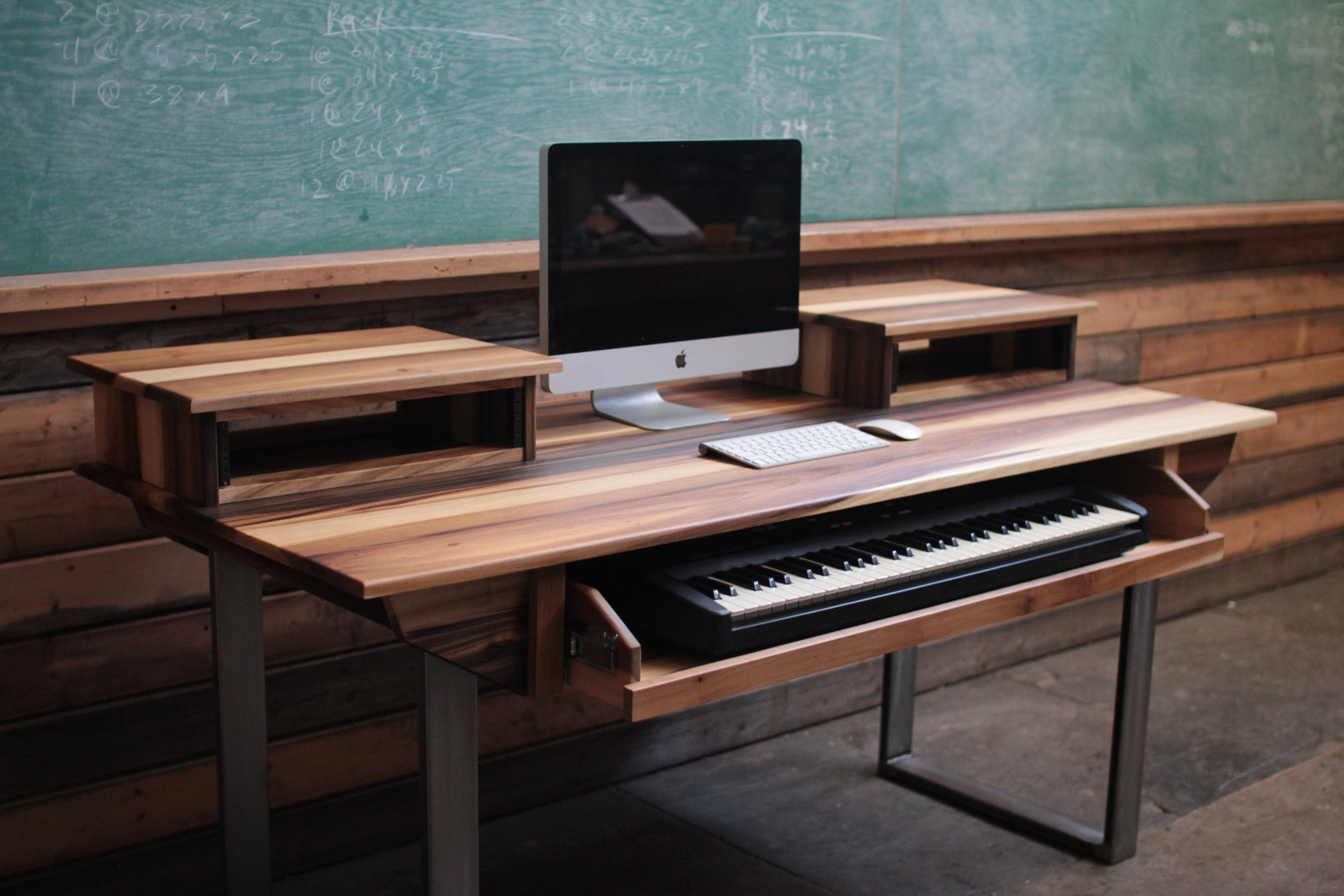 Charmant Mid Size 61 Key Studio Desk For Audio / Video / Music / Film / Production