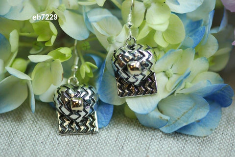 eb7229 zig zag hearts with 14k square (pierced earrings)