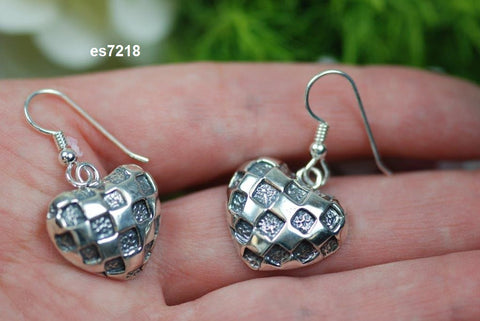 "es7218  ""hearts with a checkered past"" Pierced earring"