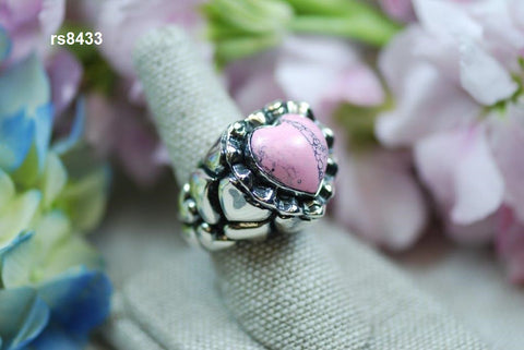 rs8433- stone heart ring with heart sides