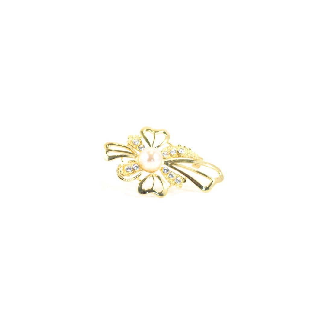Flower Power Vintage Brooch. Gold coloured metal vintage.