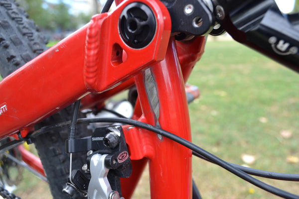 Cable wear on a Intense Trace swingarm