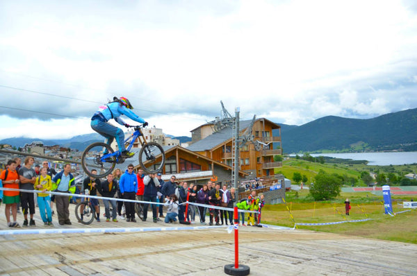 Vik Gimenez jumping at Les Angles