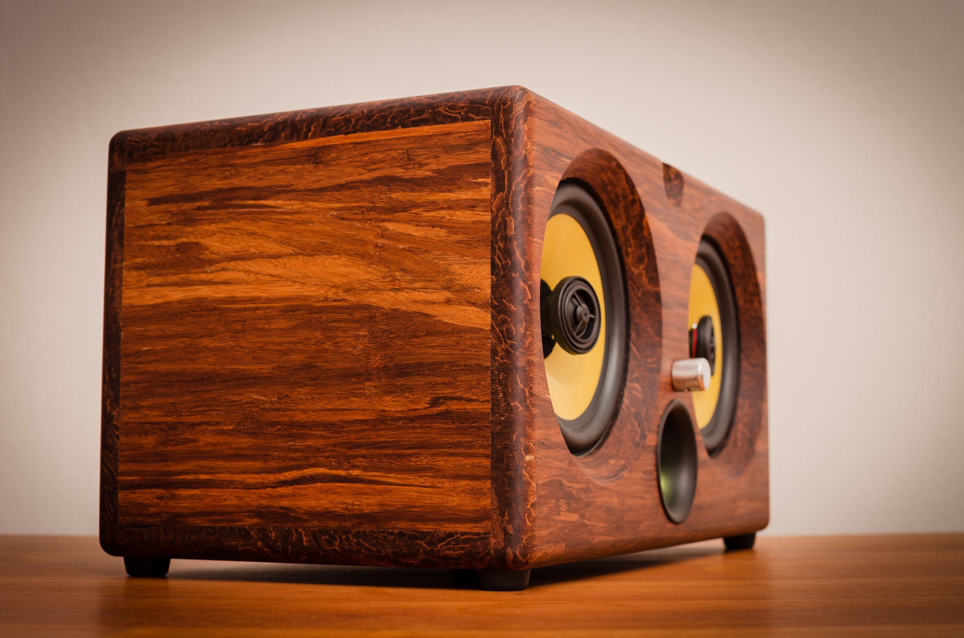 Best airplay speaker 2015 review wifi bluetooth speakers aptx new latest ultimate coolest speakers available wood solid woods wooden vintage hipster audiophile tk2050 sta508 sta516 tripath amplifier guitar amplifier HD sound music high resolution Thodio