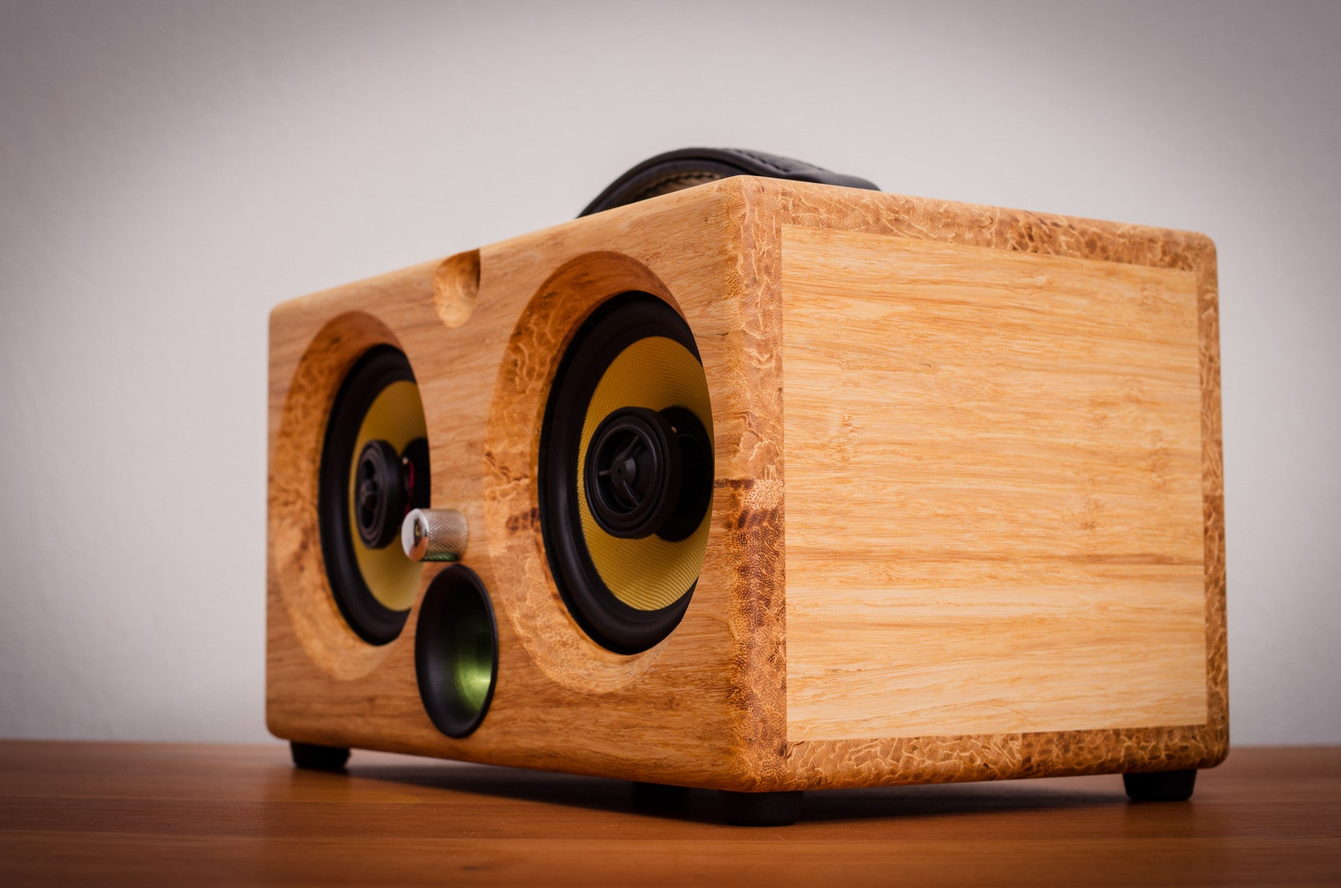 Best airplay speaker 2016 review wifi bluetooth speakers aptx new latest ultimate coolest speakers available wood solid woods wooden vintage hipster audiophile tk2050 sta508 sta516 tripath amplifier guitar amplifier HD sound music high resolution high definition Thodio 1