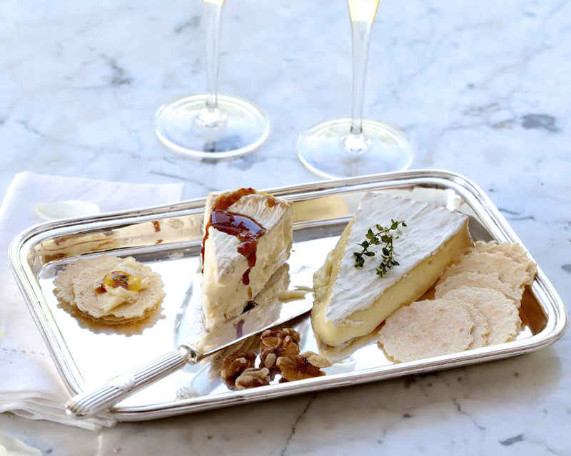 Elegant cheese and cracker hors d'oeuvres on HÔTEL Silver oblong tray