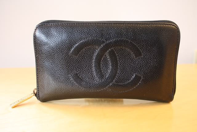 CHANEL Black Caviar Leather CC Zipper Accordion Wallet