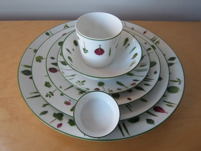 "HERMES Discontinued Unused ""Mesclun"" 7 Piece Porcelain Set 4 Plates, 1 Cream Bowl, 1 Spice Bowl, 1 Tumbler"