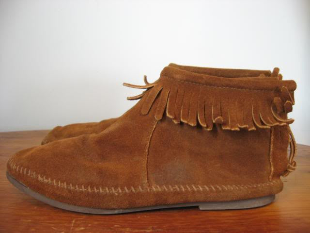 Vintage 70's Brown Suede Moccasin Shoes with Lots of Fringe, sz 8.5