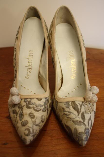 Vintage 50's Neutral Brocade Pumps with Flower Detail, sz 6.5