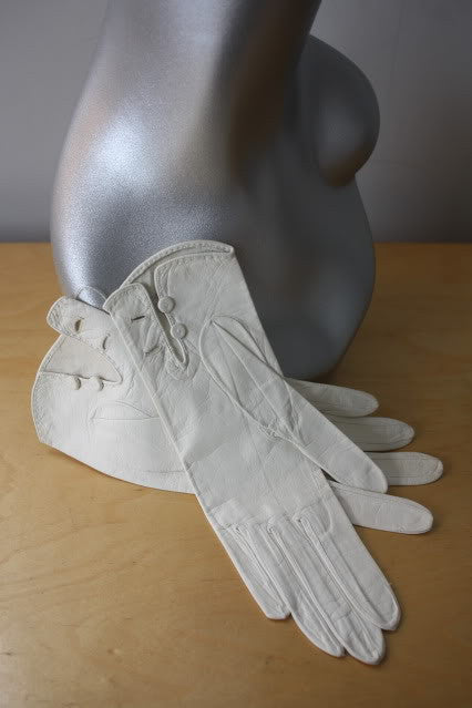 1950s HERMES Unused White Leather Gloves