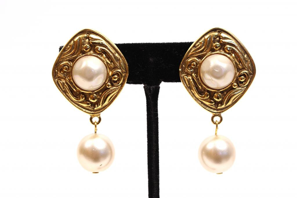Vintage Chanel Gold Pearl Earrings