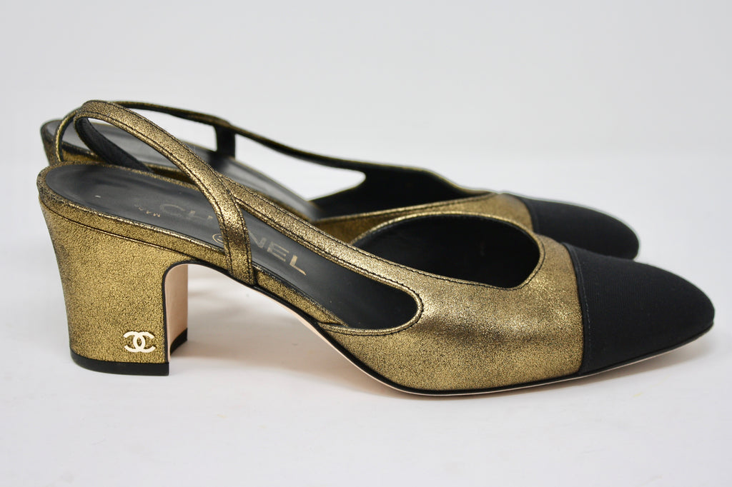 17A CHANEL Gold Slingback Pumps