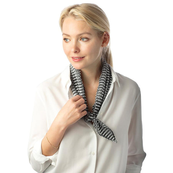 Pleated Houndstooth Neck Scarf