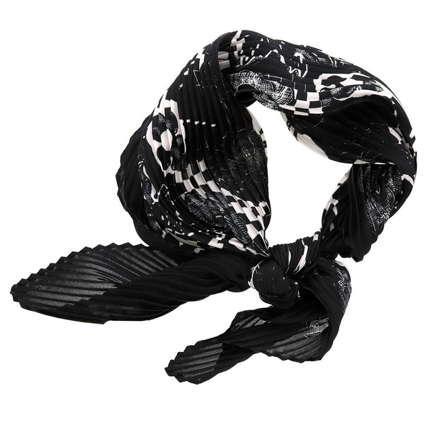 B&W Pleated Neck Scarf