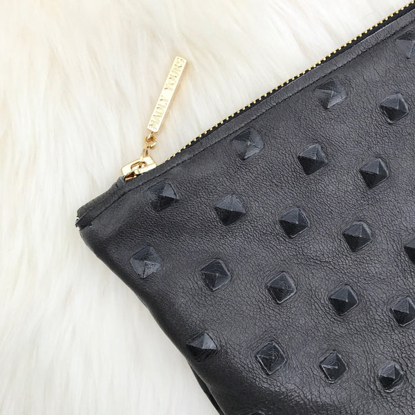 The SARE Oversized Clutched