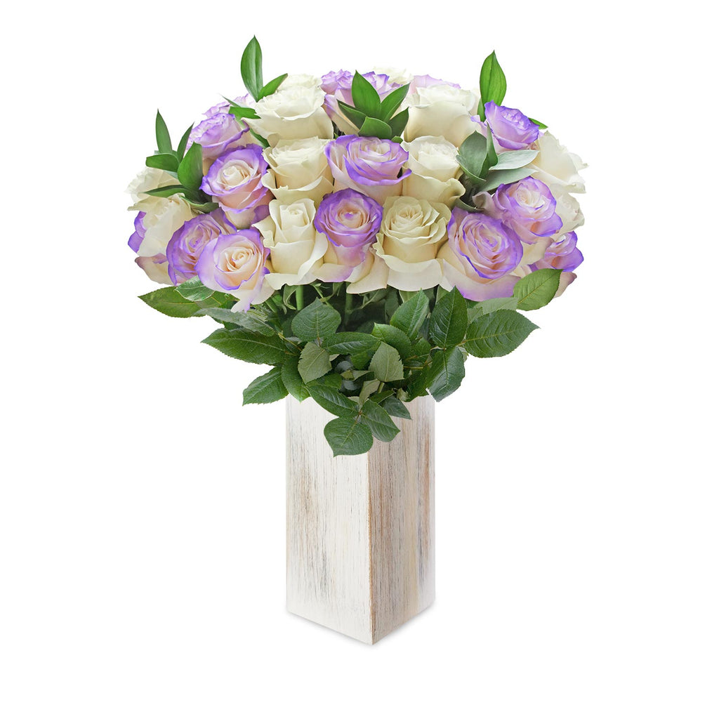White and lavender roses the best flower arrangement centerpieces bouquets to order online for any ocassion weddings, or event planners and valentine's day